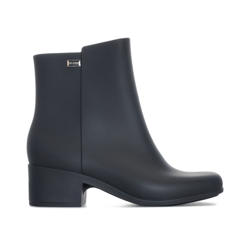Womens Close 20 Boots loving the sales